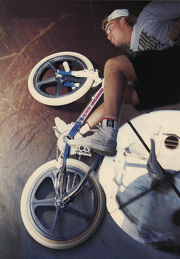 Mike Dominguez // Fullpipe Fakie // November 1988 Freestylin' // Photo Spike Jonze